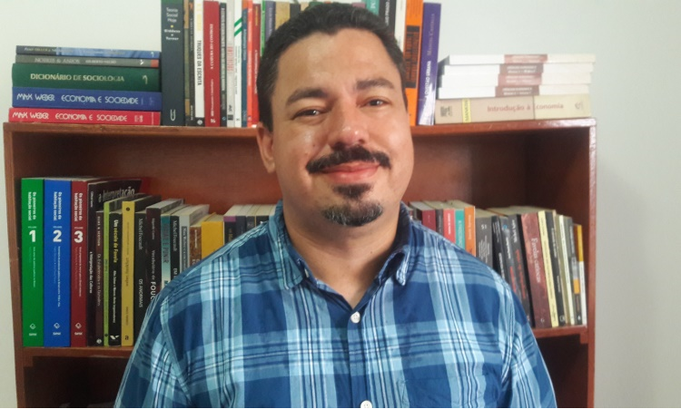 Docente de Tocantinópolis lança livro no próximo dia 13