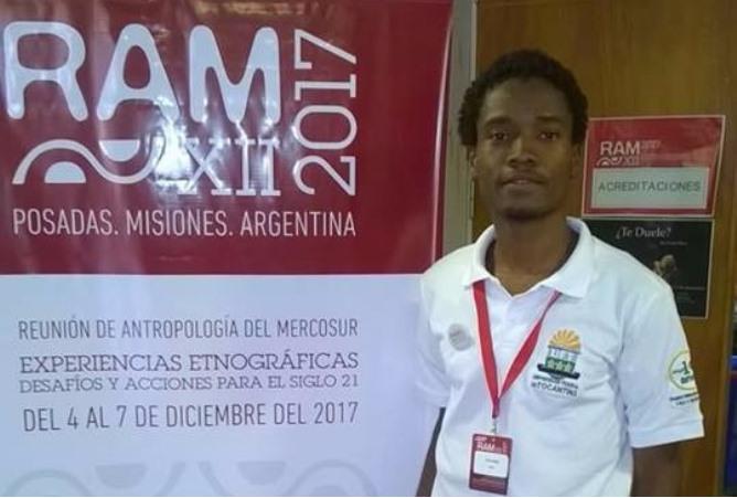 Aluno haitiano de doutorado apresenta trabalho na Argentina
