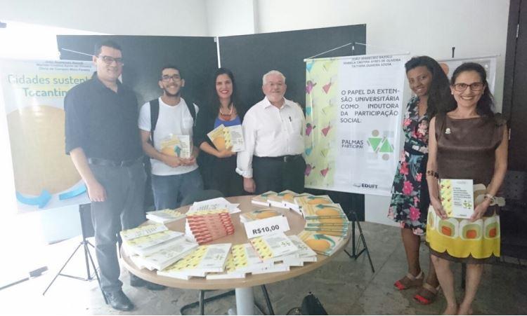 Docente lança dois livros em evento sobre Moradia